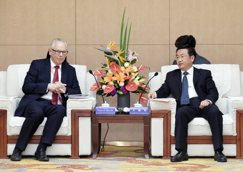 Wang Xinwei, Mayor of Zhengzhou City meet with Lord Francis Maude, Former Minister of State for Trade and Investment/Former Minister for the Cabinet, UK
